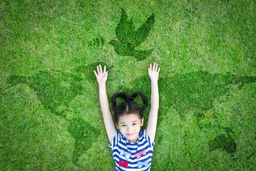 Spiegare la pace ai bambini con 3 utili risorse