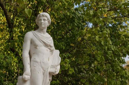 Statua in marmo di Orfeo con la lira