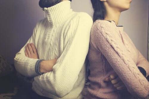 Coppia di spalle e via d'uscita ai giochi collusivi nella coppia