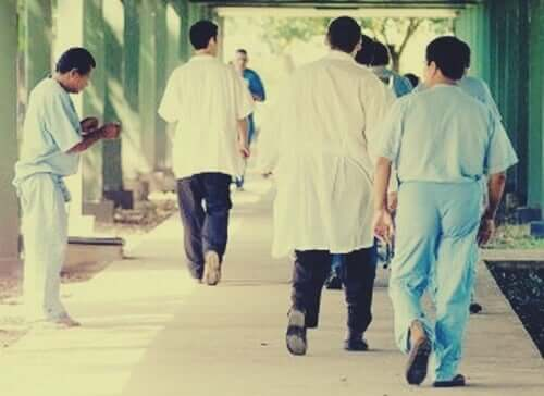 Pazienti e personale medico nell'esperimento villa 21