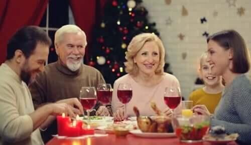 Praticare l'assertività durante una cena di Natale in famiglia