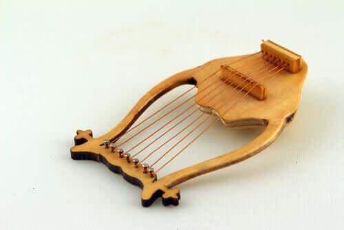 La lira strumento musicale
