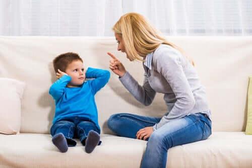 Madre sgrida figlio