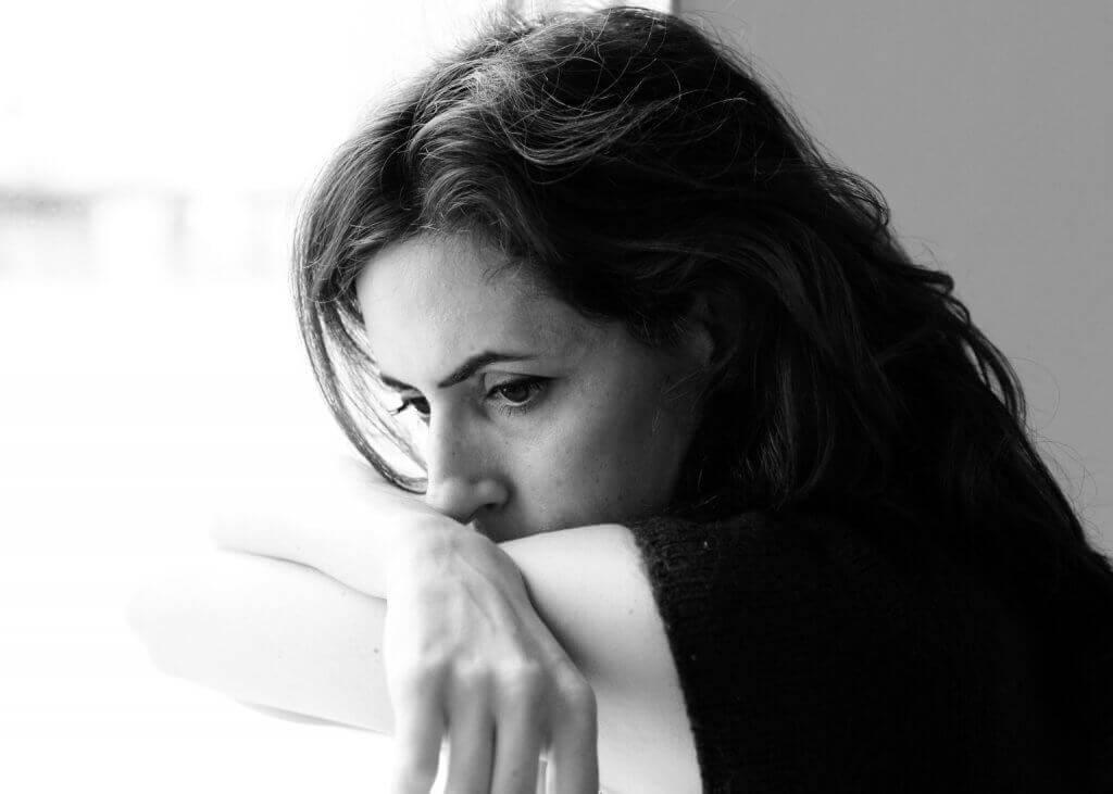 Disperazione appresa, donna triste