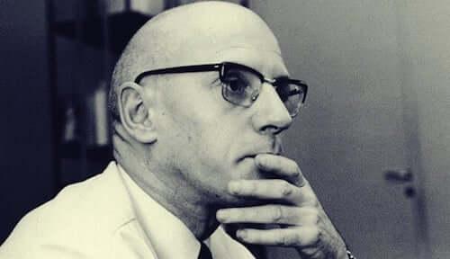 Foto in primo piano del filosofo michel foucault