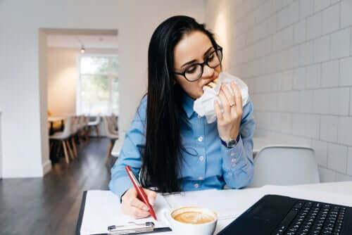 Mangiamo quando siamo sotto stress, perché?
