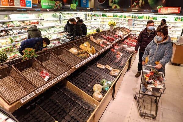 Persone con covid-19 al supermercato