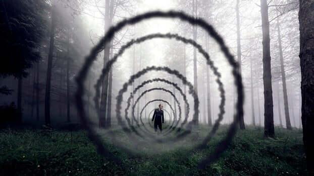 Uomo dentro un tunnel