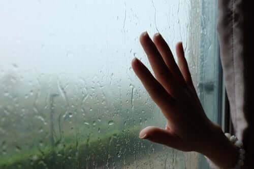 La pluviofobia: sintomi, cause e trattamento