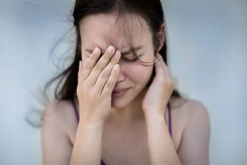 Ragazza con crisi da ansia