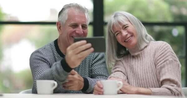 Videochiamate per mantenere i rapporti a distanza con i nonni
