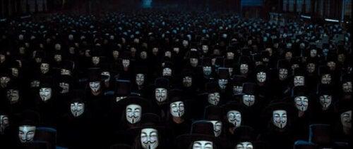 Popolo con maschera di Fawkes