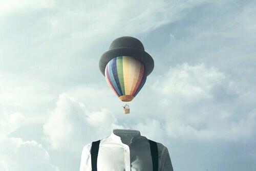 Uomo e mongolfiera la creatività nello sviluppo personale