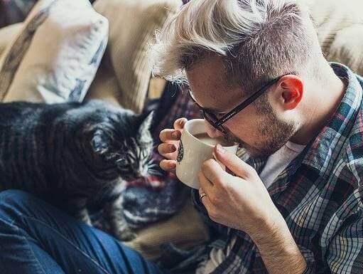 Ragazzo con gatto