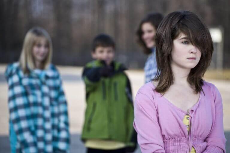 Adolescente vittima di bullismo