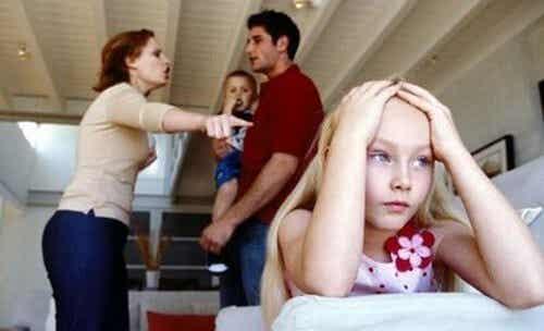 Vergognarsi della propria famiglia: che fare?