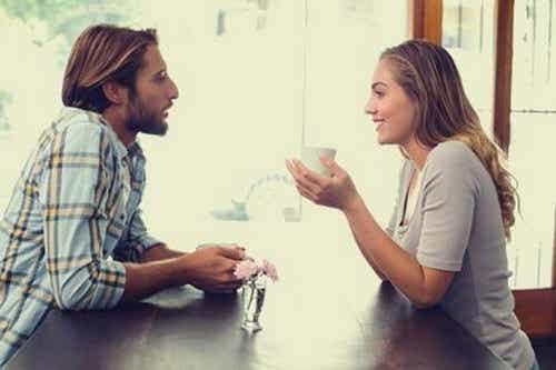 Le buone conversazioni danno la felicità
