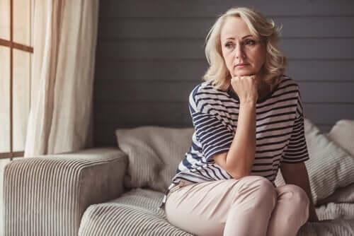 Il linguaggio corporeo della depressione, donna triste