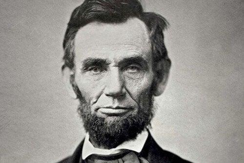 Foto in bianco e nero di Abraham Lincoln.