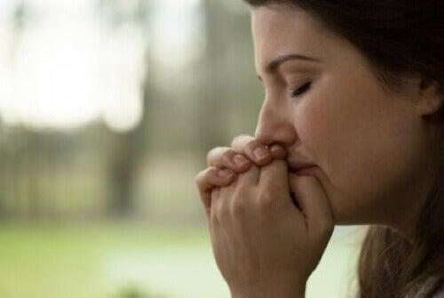 Donna che piange