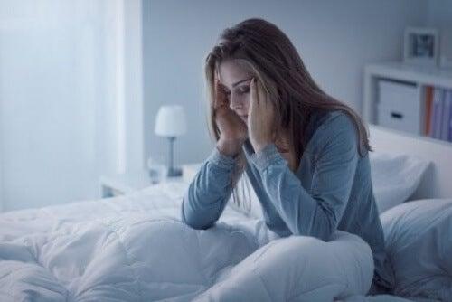 Donna che soffre di disturbi del sonno.