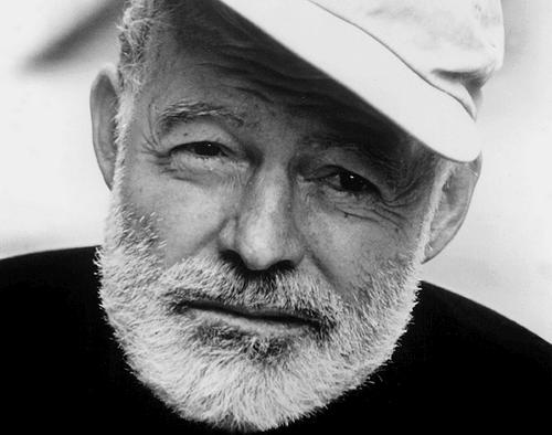 Primo piano di Hemingway.