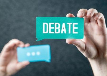 Mani e scritta dibattito