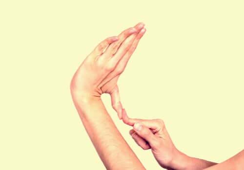La sindrome di Elher Danlos alle dita delle mani.