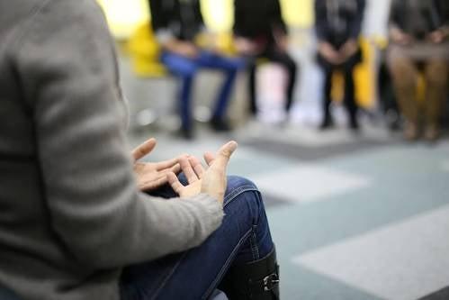 Terapia di gruppo in cerchio.