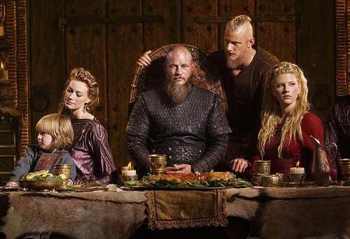 Ragnar Lodbrok durante un banchetto