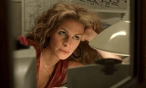 Julia Roberts in una scena del film Erin Brockovich La forza della verità.