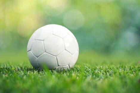 Rito del pareggio e pallone da calcio.