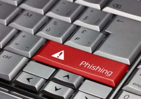 Tastiera del pc con tasto con la scritta phishing.