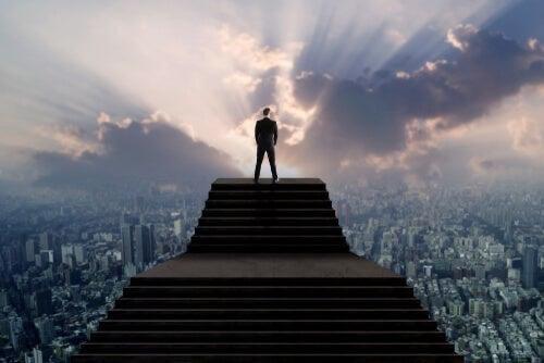 Sindrome dell'uomo alto, una forma di narcisismo