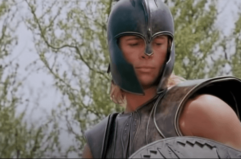 Brad Pitt interpreta Achille.
