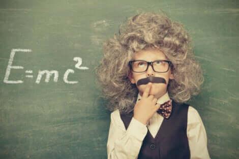 Bambino travestito da Einstein.