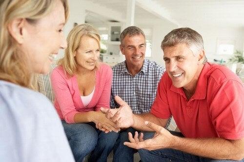Fare amicizia da adulti per scambiare quattro chiacchiere.
