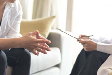 Medico e paziente durante la seduta.