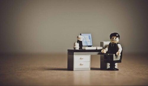 Persone senza tempo libero: la paura di fermarsi