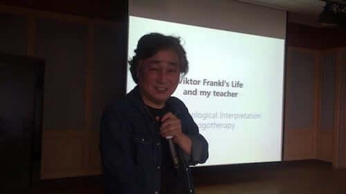Paul TP Wong durante una lezione.