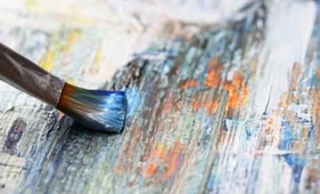 Pennello usato in arteterapia per dipingere.