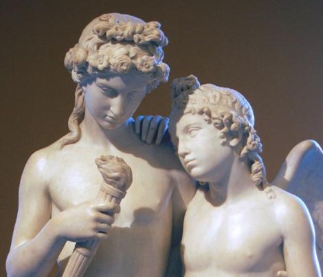 Statua di cupido e Imeneo.