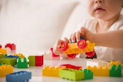 Apprendimento senso-motorio del neonato.