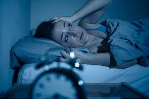 Donna con ansia notturna.