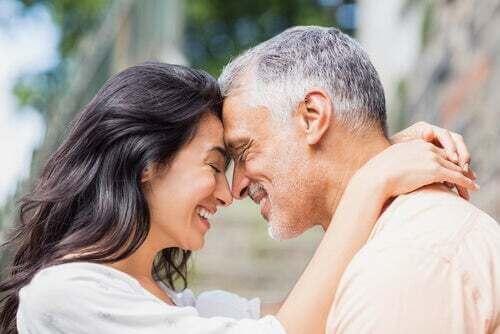 Un uomo e una donna innamorati.