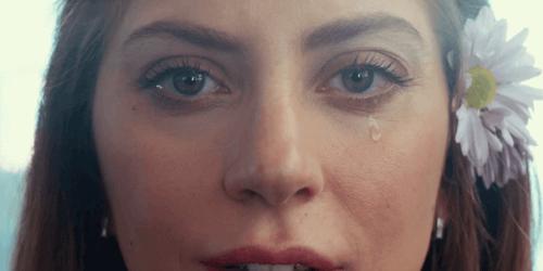 Lady Gaga che piange.