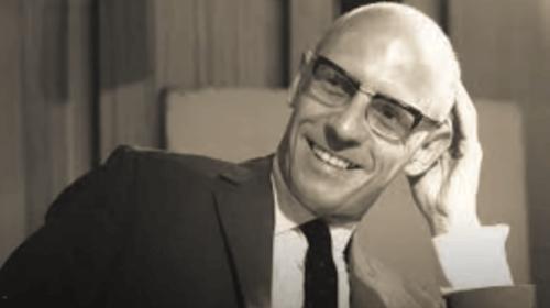 Foto in bianco e nero di Michel Foucault.