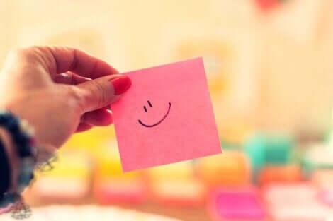 Pensiero positivo e post it con smile.