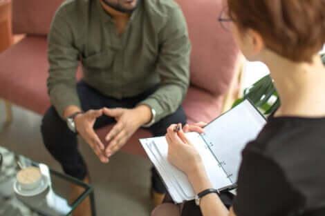 Psicologa e paziente durante la seduta.