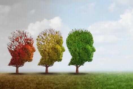 Tre alberi a forma di profilo umano.